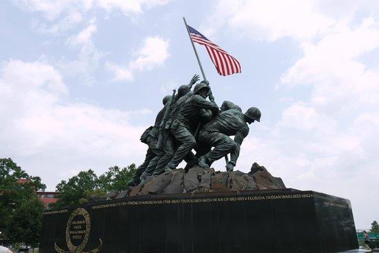 U.S. Marine Corps War Memorial : Semper Fi