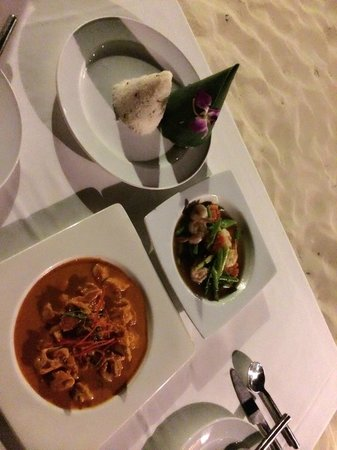 Baitong Restaurant Chaweng Beach: Prawns with asparagus, Chicken penang and sticky rice