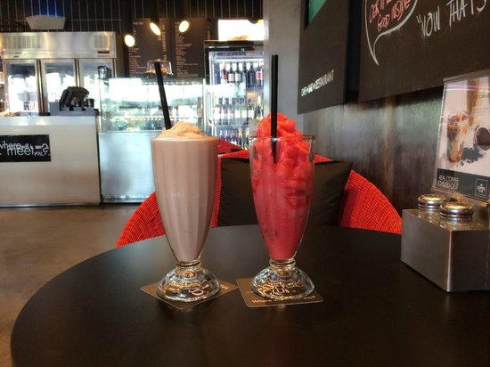 The Coffee Club: Choco mint and raspberry shake