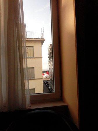Hotel Pacific : Vue sur la mer à partir de la chambre