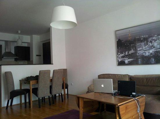 Gozsdu Court Aparthotel : living