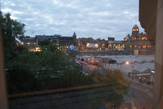 Motel One Edinburgh-Royal: Lovely view, especially at night