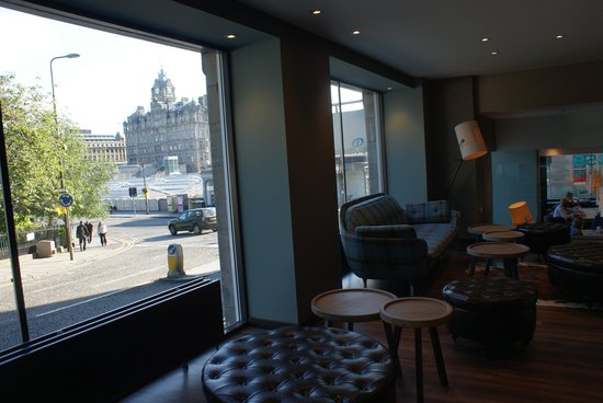 Motel One Edinburgh-Royal: GREAT location! So close to everything for the tourist.