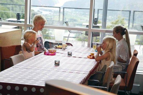 The Boelgen & Moi Hotel Utsikten: Frokost i restauranten
