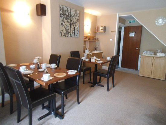 Tregarthen Guesthouse: relaxing atmosphere in our dining room.