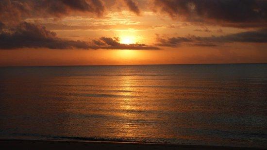 Saadani Safari Lodge: Sun rise over the Indian Ocean