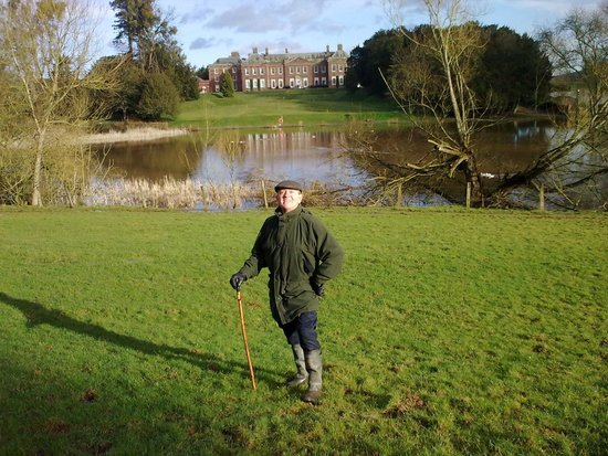 Warner Holme Lacy House Hotel: 'Back Garden and Lake'