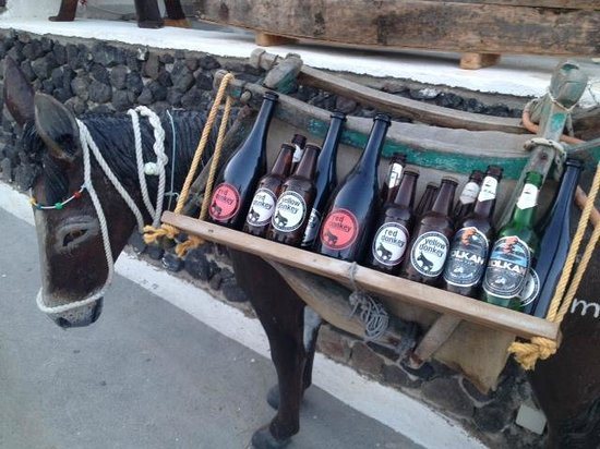 Open Air Cinema Kamari : it of course helps that full range of Donkey Beers available!
