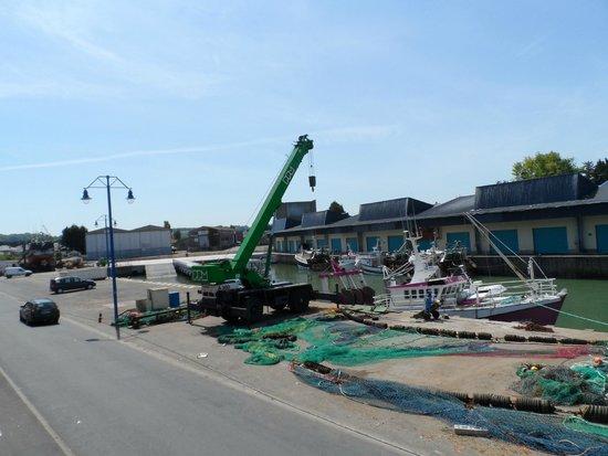 Ibis Bayeux Port en Bessin: Portable bridge in Arramanches