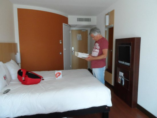 Ibis Bayeux Port en Bessin : Very clean, bright and functional room