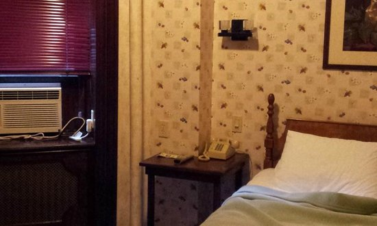 Hotel 31: Single room with AC