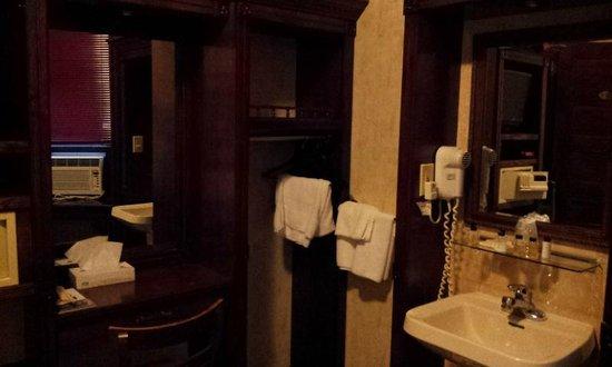 Hotel 31 : Room furniture