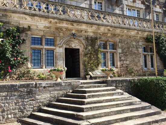 Hattonchatel Chateau : A grand entrance to the main building