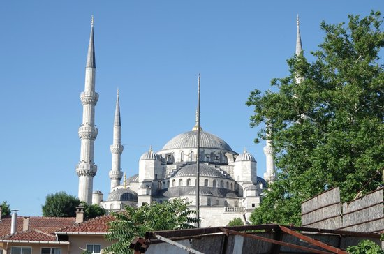 Sarnic Hotel: view of blue mosque from the roof garden