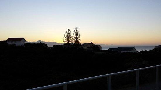 Anlin Beach House : Blick vom großen Balkon