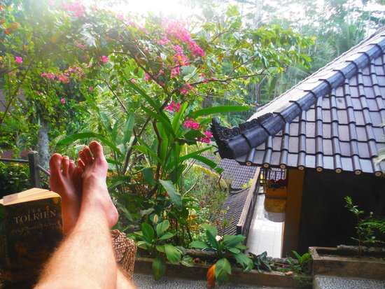 Gustis Garden Bungalows: Sitting on the porch