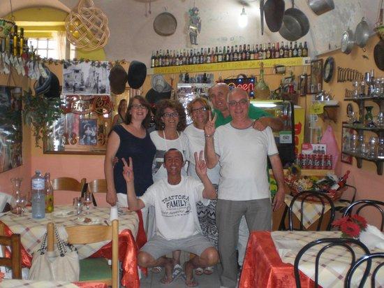 Trattoria Familiare da Michele & Jolanda: Molto folklore siciliano all'interno. Buona la cucina e l'accoglienza