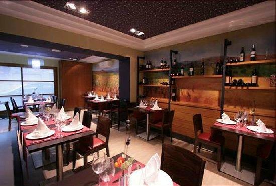 Les Vinyes Restaurant : Zona exposición de vinos
