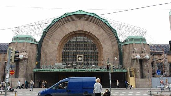 La Estación de Ferrocarril (Rautatieasema): La Estación de Ferrocarril