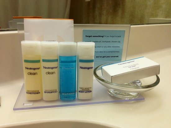 Hampton Inn & Suites New Orleans-Elmwood/Clearview Parkway Area: Nice touch of products in bathroom for guests.