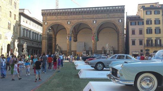 Piazza della Signoria: Expo temporaire de voitures anciennes