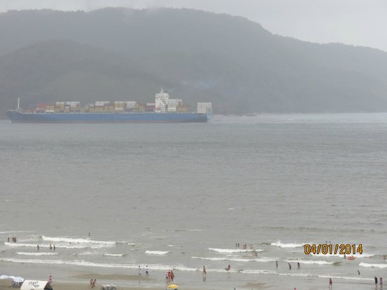 Mercure Santos : Vista da sacada para o mar