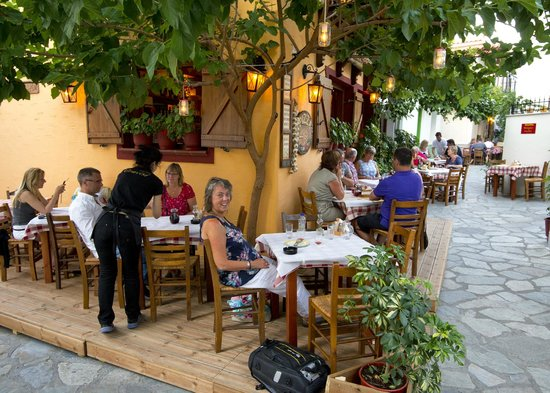 busy evenings! - Picture of Gravisi Pizzeria, Skiathos Town ...