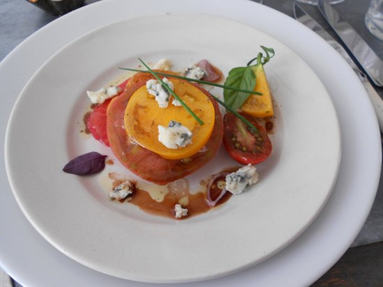 The Cook's Atelier: super-yummy tomato and roquefort salad
