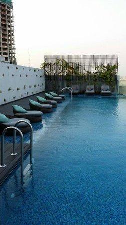 "Liberty Central Saigon Riverside Hotel : The ""skypool"""