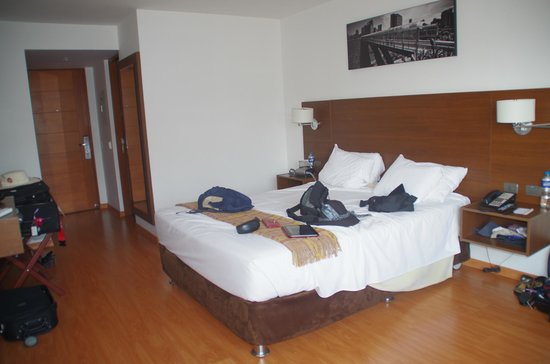 Casa Andina Premium Miraflores: Plenty of room, and the bed was comfy.