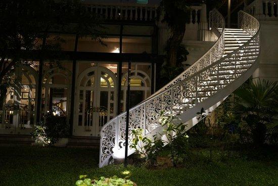 Sofitel Legend Metropole Hanoi : Outside garden
