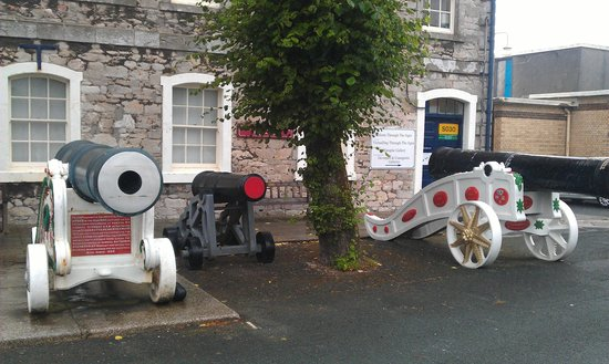 Plymouth, UK: Some odd looking cannon.