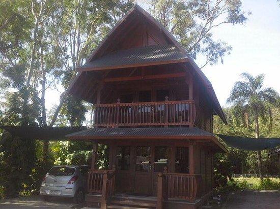 Seabreeze Tourist Park Airlie Beach: My 2 story Bali Villa