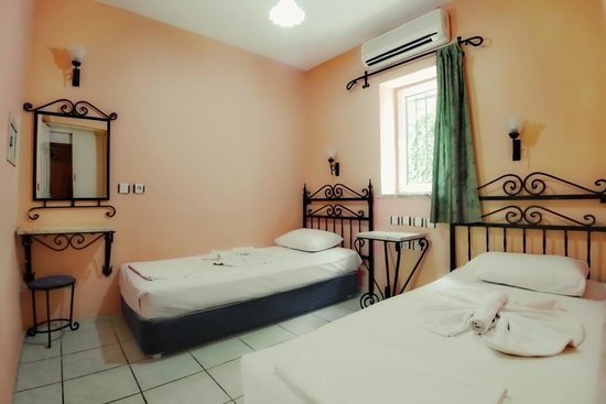 Eden Garden Apartments: Bedroom 2 single beds