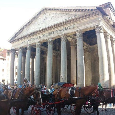 Pantheon: Extérieur du Panthéon