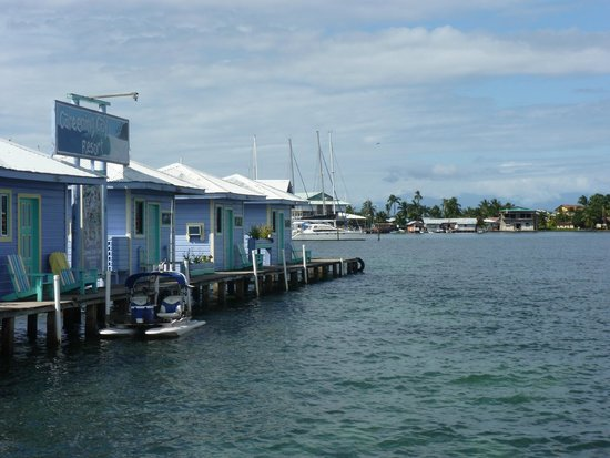 Careening Cay Resort: Bungalows on the water