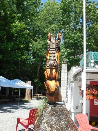 Beach Plum Lobster Farm Lobster and Clam Supplier: Wood carvings