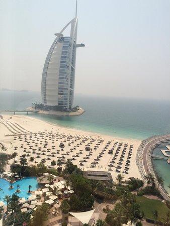 Jumeirah Beach Hotel: View of Burj al Arab and hotel beach from ocean deluxe room