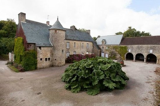 Manoir de Bellauney: côté cour