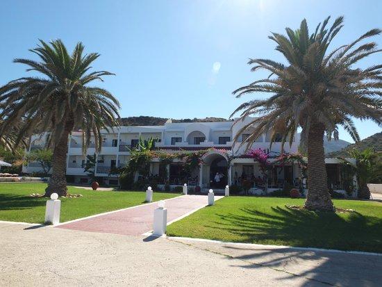 Mediterranean Hotel : Front entrance