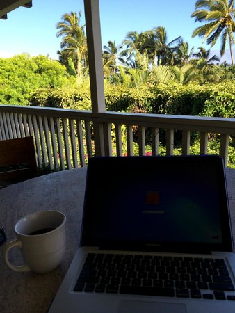 Paia Inn : Even having to do some work was enjoyable.