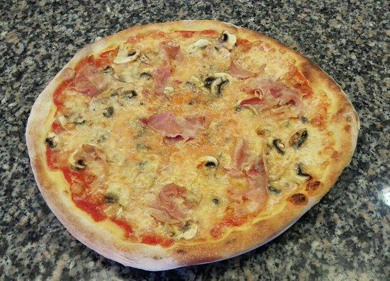 trattoria pizzeria santa lucia pizza primavera picture. Black Bedroom Furniture Sets. Home Design Ideas