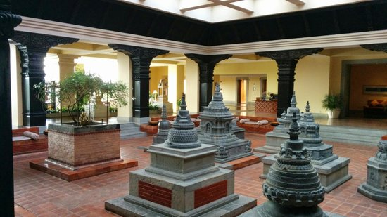 Hyatt Regency Kathmandu: The hall in the lobby