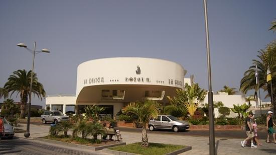 HOVIMA La Pinta Beachfront Family Hotel : вход в отель
