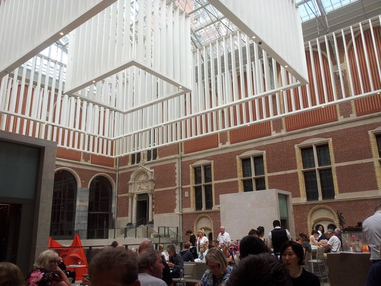 Rijksmuseum Cafe: Interesting. Arty roof.