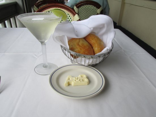 Alonzo's Oyster Bar: Adult Beverage & Bread!