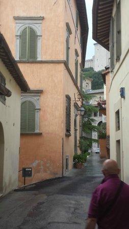 Palazzo Dragoni: via del Duomo con scorcio del palazzo