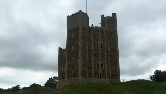 Orford Castle: view of the castle from the car park.