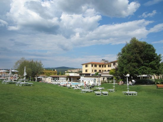 San Giovanni Terme Rapolano: Parco e piscina solo per ospiti Hotel
