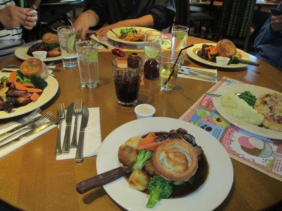 Harbour Lights Beefeater: sunday roasts - yummm